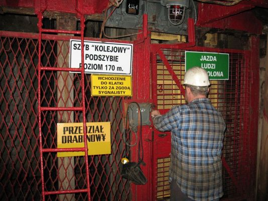 ascenseur lié par terre